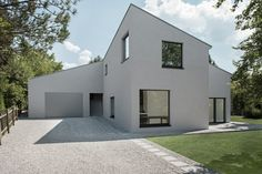 In collaboration with the clients we developed a solution within a tight budged without any architectural renouncements and, at the same time, fulfilling. Arch Interior, Interior And Exterior, Prefabricated Houses, Modern Bungalow, Minimalist Architecture, White Houses, Residential Architecture, Detached House, Future House