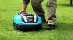 The R70Li has a super efficient power system, works best in complex looking lawns and can cover areas up to 700m², making it perfect for those with small and unique gardens.
