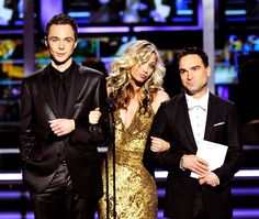 jim parsons, kaley cuoco, and johnny galecki The Big Theory, Big Bang Theory Funny, Penny And Sheldon, Johnny Galecki, Jim Parsons, Knock Knock, Bigbang, Memes, Bangs