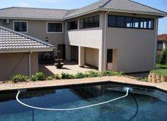 Avalon Guest House is situated on a hill high above Amanzimtoti, providing spectacular views of the Indian Ocean and the lush greenery in the valley below. It is newly built with clean, spacious double rooms and showers en suite.