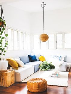 Looking for inspired design that doesn't adhere to fads and trends? We're endorsing gender-neutral living room décor that will suit everyone's style.