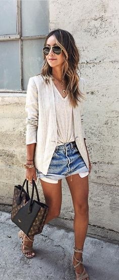 How to Get Sincerely Jules Style. cool is one of our favorite style muses. This blazer, tee shirt and denim shorts look is classic Sincelery Jules style Fashion Moda, Look Fashion, Autumn Fashion, Fashion Outfits, Womens Fashion, Short Outfits, Spring Outfits, Casual Outfits, Blazer Outfits