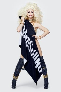 Jeremy Scott speaks exclusively to Vogue about the inspiration behind the collection, his relationship with campaign star Gigi Hadid and offers a first look at the full Moschino [tv] H&M line. Jeremy Scott, Moschino, Sport Fashion, Fashion News, Fashion Show, Fashion Fashion, The Sims, H&m Collaboration, Formal Casual