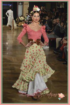 Falda rociera de Sergio Vidal Flamenco Costume, Flamenco Dancers, Bohemian Gypsy, Bohemian Style, Boho Fashion, Fashion Dresses, Womens Fashion, Spanish Dancer, Street Trends
