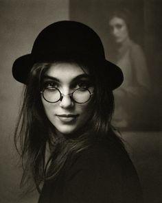 Фотография Девушка в очках и шляпе.. Автор Вадим Пискарев.