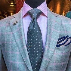 Crisp Spring Look from @stitchedlife ~ paired with @thepocketsquareindustry pocket square ~ tastefully bold  @stitchedlife  @thepocketsquareindustry
