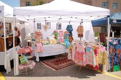Craft fairs and art fairs all over the country often times take place in the great outdoors. There's something refreshing about taking a stroll in the park and looking at wonderful works of art. Personally, I love outdoor craft fairs. It's a summerti