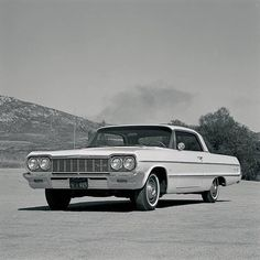 64 Impala-This was my car back in my school days, high school & college. Chevrolet Impala, Chevy, 1964 Impala Ss, School Days, High School, Impalas, Vintage Pictures, Old Cars, Memphis