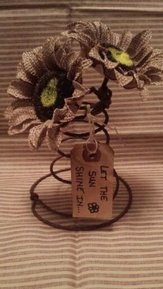 Bed Spring Crafts, Spring Projects, Spring Art, Fall Crafts, Halloween Crafts, Holiday Crafts, Crafts To Make, Burlap Crafts, Wire Crafts