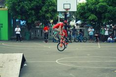 FREESTYLING BMXer http://streets-united.com/blog/asian-bmx-freestyler/