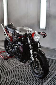 RocketGarage Cafe Racer: Triumph 955i