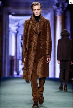A look from the Etro Fall 2015 Menswear collection. Live Fashion, Fashion Show, Runway Fashion, Mens Fashion, Textiles, Fall Winter 2015, Milan, Fashion Photography, Creations