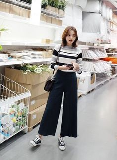 49 Best Fashion For Skinny Women - Women Fashion - Korean Fashion Trends, Korean Street Fashion, Look Fashion, Trendy Fashion, Fashion Outfits, Affordable Fashion, Wide Pants Outfit, Square Pants Outfit Casual, Dressy Pants