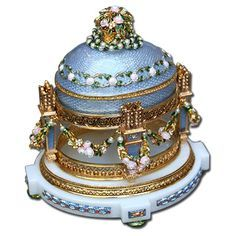 "Faberge Egg 1907 - ""Cradle with Garland"". Currently in a private collection in the USA. A gift to Maria from her son. Fabrege Eggs, Faberge Jewelry, Egg Designs, Imperial Russia, Egg Art, Russian Art, Egg Decorating, Oeuvre D'art, Saint Petersburg"