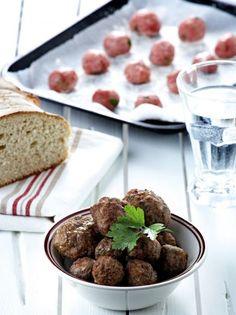 Κεφτέδες οι κλασικοί - www.olivemagazine.gr Main Dishes, Side Dishes, Mediterranean Recipes, Greek Recipes, Finger Foods, Tapas, Food Porn, Food And Drink, Appetizers