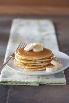 Gluten free buttermilk pancakes, it's kinda like thick crêpes. Healthy Snacks To Make, Easy Healthy Breakfast, How To Eat Paleo, Breakfast Recipes, Pancake Recipes, Gluten Free Pancakes, Gluten Free Breakfasts, Gf Recipes, Gluten Free Recipes