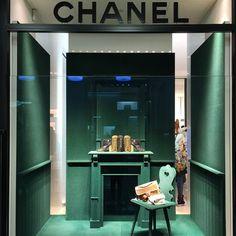 youV | Marketing Sensorial @youv_ @chanelofficial #...Instagram photo | Websta (Webstagram) Retail Windows, Shop Windows, Fashion Displays, Chanel Store, Retail Experience, Retail Interior, Window Art, Shop Window Displays, Retail Space