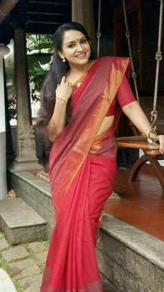 The best red saree collection! Beautiful Girl Indian, Most Beautiful Indian Actress, Beautiful Saree, Beautiful Women, Kerala Saree Blouse Designs, Indian Girl Bikini, Simple Sarees, Saree Photoshoot, Saree Models