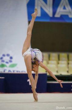 Gymnastics Flexibility, Acrobatic Gymnastics, Sport Gymnastics, Olympic Gymnastics, Olympic Games, Amazing Gymnastics, Gymnastics Photography, Gymnastics Pictures, Artistic Gymnastics