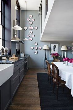 four essential tips for the perfect kitchen lighting. See the best kitchen lighting ideas on HOUSE by House & Garden. May House, Kitchen Design Gallery, Stylish Kitchen, Elegant Homes, Beautiful Kitchens, Furniture Plans, Country Kitchen, Plates On Wall, Home Kitchens