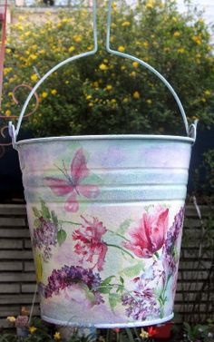 yep, can do Folk Art Flowers, Vintage Flowers, Shabby Chic Homes, Shabby Chic Style, Painted Milk Cans, Crafts To Make, Diy Crafts, Paint Buckets, Decoupage Art