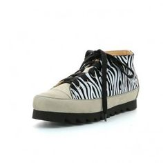 L'ECOLOGICA Sneaker Zulu - Animal Print Woman's Leather Sneaker made with vegetable tanned calf linings, with very low chromium content. Zulu, Leather Sneakers, Calves, Fashion Shoes, Stuff To Buy, Women, Baby Cows, Women's, Tone Calves