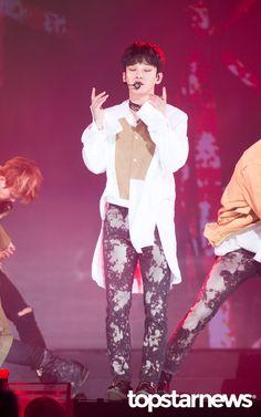 Chen - 170222 6th Gaon Chart Awards Credit: TopStarNews. (제6회 가온차트 어워즈)