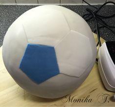 tutorial fu balltorte aus torte einen fu ball machen mit. Black Bedroom Furniture Sets. Home Design Ideas