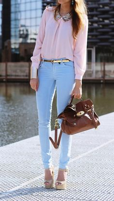 Put light blue pants with pink/peach turtleneck Outfits Blue Jeans, Blue Pants Outfit, Baby Blue Pants, Blue Dress Outfits, Spring Outfits, Outfit Summer, Dress Summer, Blue Dresses, Colors