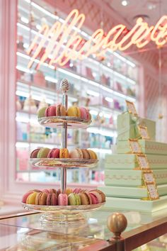 Let's be honest, who doesn't love French cuisine? The go to when we want to feel comfort and that French feeling of being glam. Ladurée brings all those fuzzy feelings with it's incredible french deli Cake Shop Interior, Bakery Interior, Coffee Shop Interior Design, Coffee Shop Design, Pastry Shop Interior, Bakery Decor, Decoration Patisserie, Bakery Cafe, Cake Shop Design