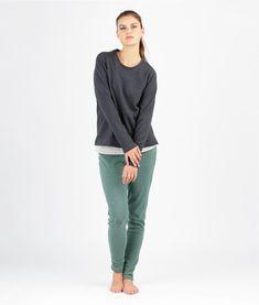 Nähen ist Dein Yoga? Du bist eine nähende Yogini? Im Set enhalten sind Schnittmuster für eine Legging, ein Tanktop und ein Shirt mit Raglanärmeln für Entspannung pur - auf der Matte oder an der Nähmaschine!        Mehrgrößenschnitt: 34/36/38/40/42/44/46 Stoffempfehlung: Legging and Tanktop: Jersey Shirt: Sweat   Dieses Schnittmuster gibt es als Versandschnitt (geplottet auf 80g Papier) oder als pdf-Download. Nachdem Deine Bestellung abgeschlossen ist, erhälst Du einen Download-Link via m...