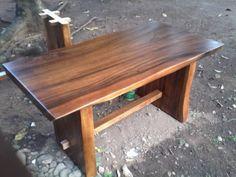 Kode Barang : JA-UM006c Nama Barang : Meja Makan Antik Alami 3    Meja makan antik alami 3 produk meja antik dengan ketebalan 8-10 cm, terbuat dari kayu utuh tanpa sambungan untuk top mejanya. Kayu trembesi / Meh merupakan salah satu kayu dari