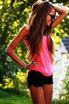 long relaxed hair and summer outfit