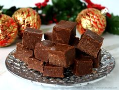 Clean Eating Healthy Holiday Fudge...made with only 4 clean ingredients and it's raw, vegan, gluten-free, dairy-free, paleo-friendly and has no refined sugars | The Healthy Family and Home #rawfoods #vegan #glutenfree #paleo #cleaneating #fudge