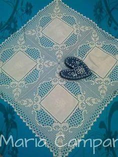 Ganxet-Tapetes... Crochet Curtains, Crochet Tablecloth, Crochet Doilies, Crochet Lace, White Lace Curtains, Window Toppers, Lace Window, Wedding Tablecloths, Filet Crochet