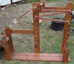 Amazing tablet loom. webstuhl-worms.gif (660×581)