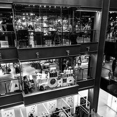 #siamcenter #siamparagon #sukhumvit #shopping #blackandwhite #bangkok #thailand Bangkok Thailand, Travel Pictures, Photo Wall, Around The Worlds, Instagram Posts, Shopping, Home Decor, Travel Photos, Photograph