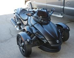 Can-Am Spyder motorcycle - saw a few at Deal's Gap. Can't imagine how they corner! #EatSleepRIDE
