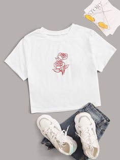 Rose Print Short Sleeve Crop Tee Check out this Rose Print Short Sleeve Crop Tee on Shein and explore more to meet your fashion needs! Printed Tees, Printed Shorts, Thing 1, Belted Shorts, Latest T Shirt, Tops For Leggings, Crop Tee, Short Sleeve Tee, Floral