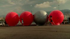 Floating Bubble Heads by street artist Mentalgassi at Getxo Photo 2011