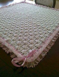 beyaz-cicekli-suslu-bebek-battaniye-ornegi-resmi