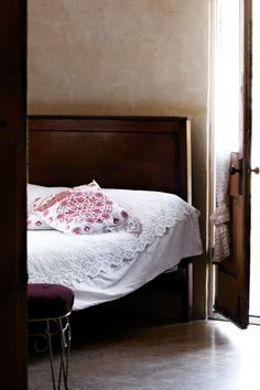 French inspired Geraldton country home from Country Style magazine. Bedding Inspiration, Design Inspiration, Design Ideas, Home Grown Vegetables, Kitchens And Bedrooms, Elegant Homes, Dream Bedroom, Master Bedroom, Beautiful Bedrooms