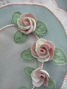 This Pin was discovered by HUZ Crochet Flower Patterns, Crochet Flowers, Flower Crafts, Diy Flowers, Whatsoever Things Are Lovely, Needle Lace, Lace Making, Lace Design, Hobbies And Crafts