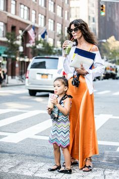 Street style à la Fashion Week printemps-été 2017 de New York : jus mère fille