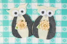 These sweet Snowy Owl Ornaments are sure to add a lovely vintage touch to your Christmas decor. Embellished with a pretty flower and ready for snowfall, this free Christmas craft would look adorable hanging on your tree or mantel.