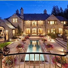 Luxury Today – Seite 2 von 220 – Luxury Lifestyle Home and Living Magazine -. - Luxury Today – Seite 2 von 220 – Luxury Lifestyle Home and Living Magazine – luxus - Dream Mansion, Mansion Houses, Big Houses, House Goals, Life Goals, Luxury Lifestyle, My Dream Home, Dream Homes, Home And Living