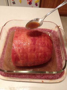 How to make a honey-baked ham - B+C Guides Baked Boneless Ham Recipe, Baked Ham Oven, Honey Baked Ham, Pre Cooked Ham Recipes, Smoked Ham Recipe, Cooking Ham In Oven, Ham In The Oven, Snack Recipes