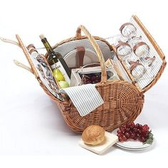 The hand woven honey willow Westport 4 Person Picnic Basket is great for a family outing.  This barrel basket features a removable insulated food compartment and all the amenities needed for a relaxing picnic for 4.