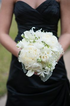 White and Green Bridesmaid's Bouquet | photography by http://www.jenniferlindbergweddings.com/