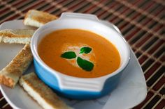 This cream of tomato soup is a deliciously thick soup made from tomatoes, cream, pepper, onion and garlic.